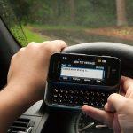 Studiu: Aproape 50% dintre şoferii din Europa citesc sms-uri în timp ce conduc