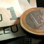 Moneda națională s-a depreciat în raport cu euro și francul, dar s-a apreciat în raport cu dolarul american