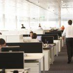 51% dintre români și-ar schimba jobul pentru un salariu mai mare