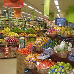 Efectele crizei. Populaţia din Europa de Vest strânge cureaua: cumpără alimente mai ieftine şi caută reduceri pe internet
