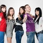 Raport al Comisiei: UE trebuie să sprijine tinerii afectați de criza economică