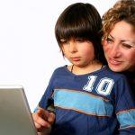 Copiii din UE petrec peste 88 de minute pe Internet zilnic