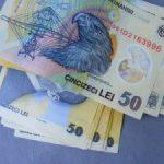 Salariul mediu crește, veniturile unei gospodării scad
