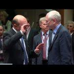 FOTO. Cum si-a  exersat Traian Basescu talentul de negociator. A incercat sa il convinga pe Rompuy si cum i-a smuls un zambet Angelei Merkel, la intalnirea de la miezul noptii