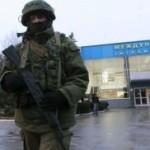 """UCRAINA: Militanţi proruşi au """"ocupat"""" aeroportul din Simferopol. Viktor Ianukovici va susţine azi o conferinţă de presă"""