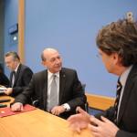 Băsescu: Romii care trag de cetăţeni deranjează. Bancherii ce fură miliarde nu deranjează pe nimeni