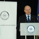 """Băsescu: SRI, un club de oameni serioşi, nu a mai """"beneficiat"""" de influenţa partidelor"""