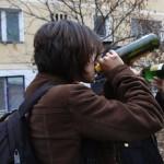 STUDIU 75% din tinerii de 17 ani experimentează alcoolul, tutunul şi drogurile. Explicaţii şi soluţii