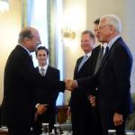 Traian Băsescu l-a decorat pe Hans-Gert Pottering cu Steaua României în grad de mare ofiţer