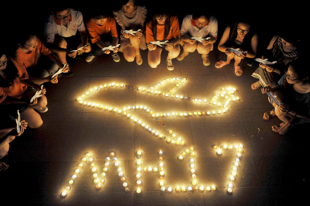 mh17-china-candlelight-virgil-reuters-190714