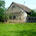 Circa 4,3 milioane de români locuiesc ca în Evul Mediu, în case de chirpici