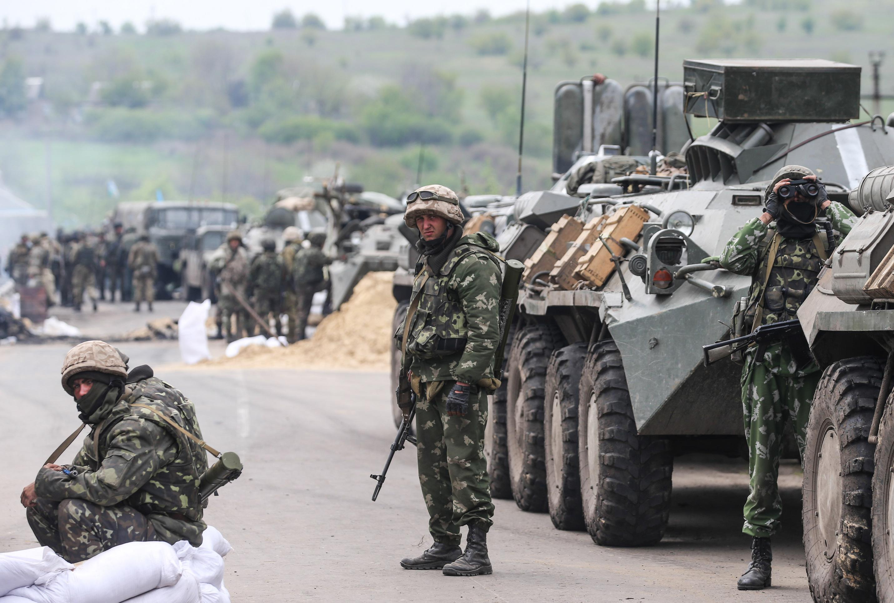 ukraine_donetsk_war_tank_soldiers