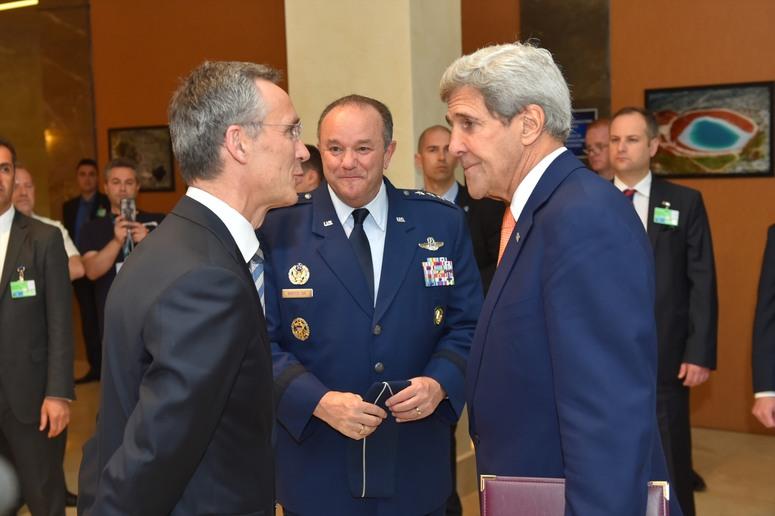 Generalul Breedlove, alaturi de John Kerry si Jens Stoltenberg, la Reuniunea din Turcia