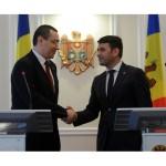Premierii Victor Ponta și Chiril Gaburici au semnat la Chișinău un memorandum în domeniul energiei și gazelor