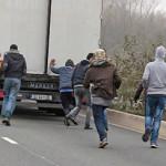 FOTO 60 de migranți depistați la frontiera României cu Serbia