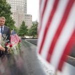 """FOTO. Klaus Iohannis a vizitat la New York memorialul dedicat victimelor de la 11 septembrie 2001: """"Lumea noastră nu trebuie să mai cadă pradă urii, care răpește vieți și mutilează destine"""""""