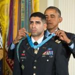 Președintele Barack Obama a decorat un căpitan al Armatei SUA, erou în Afganistan