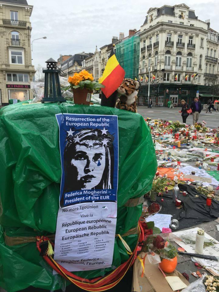 FOTO: CaleaEuropeana.ro/ Un poster cu chipul Înaltului Reprezentant UE. Federica Mogherini, care evocă o republică europeană