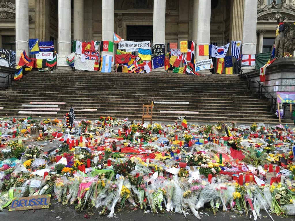 FOTO: CaleaEuropeana.ro/ Boerse Place, locul unde mii de persoane comemorează victimele atentatelor din 22 martie 2016