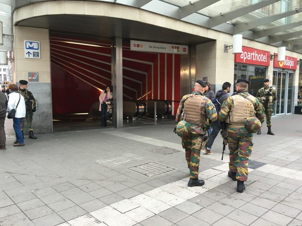 FOTO: CaleaEuropeana.ro/ Stația de metrou De Brouckere păzită de efective militare