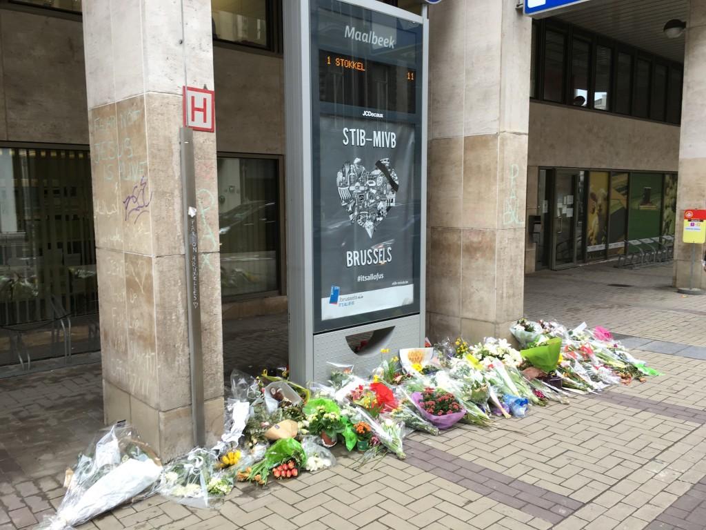 FOTO: CaleaEuropeana.ro/ Stația de metrou Maelbeek, cea de-a doua țintă a atacurilor din 22 martie, rămâne închisă.