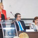 Comisarul Corina Crețu: Dacă România nu își accelerează absorbția fondurilor UE, se vor crea riscuri privind economia