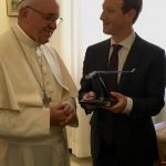 VIDEO. Ce cadou i-a făcut Mark Zuckerberg Papei Francisc