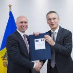 Premierul R. Moldova, o nouă vizită la NATO: Pavel Filip se întâlnește cu Jens Stoltenberg, în timp ce Igor Dodon insistă pentru decuplarea Chișinăului de parcursul său european