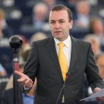 Liderul grupului PPE din Parlamentul European îngrijorat de investițiile Chinei în România, Grecia și Germania