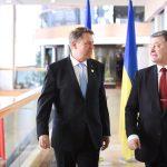 VIDEO Klaus Iohannis se întâlnește la Bruxelles cu președintele Ucrainei și premierul R. Moldova: Suntem hotărâți să negociem o soluție privind chestiunea învățământului în limba română din Ucraina