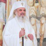 """Patriarhul Daniel: """"Important este nu faptul că trecem prin lume, ci important este câtă lumină am adunat în sufletul nostru ca să devenim făclie de Înviere"""""""