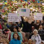 """FOTO. """"Manifestație pentru dragoste"""" în Stockholm. Peste 20.000 de oameni au ieșit în stradă după atentatul terorist: Rămânem deschiși toleranței"""