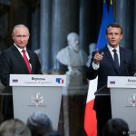 Emmanuel Macron critică presa rusă de față cu Vladimir Putin: Russia Today și Sputnik s-au comportat ca niște organe de influență