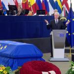 Reverența lui Bill Clinton pentru Helmut Kohl: A vrut să clădească o lume în care nimeni să nu domine or să fie dominat; A întins mâna prieteniei către Rusia și a sprijinit extinderea NATO ca o promisiune