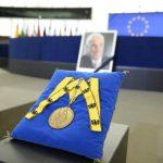 """Omagiul lui Jean-Claude Juncker pentru Helmut Kohl: """"Atunci când am decis extinderea UE spre centru și est, el a plâns de emoție. Aceasta este partea frumoasă a Europei"""""""