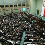 Polonia: Parlamentul de la Varșovia ignoră avertismentele europene, inclusiv riscul sancțiunilor, și adoptă reforma Curții Supreme