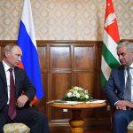 NATO condamnă vizita lui Vladimir Putin în regiunea separatistă georgiană Abhazia: Este în detrimentul eforturilor internaționale de a găsi o soluție pașnică