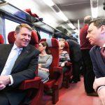 IMAGINEA ZILEI Președintele Klaus Iohannis, în drum spre Ploiești cu trenul