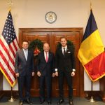Întâlnire la nivel înalt la Washington. Ambasadorul George Maior, ministrul Ilan Laufer și secretarul american al comerţului, Wilbur Ross, discuții despre consolidarea relațiilor comerciale între cele două state