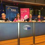 Europarlamentarul Cristian Bușoi (PNL, PPE) susține campania Think Pink: Femeile trebuie să aibă șanse egale la sănătate și viață, indiferent de țara în care trăiesc