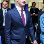 Fondatorul Facebook, Mark Zuckerberg, întrevedere cu Emmanuel Macron pentru a discuta despre fake news și taxarea giganților digitali