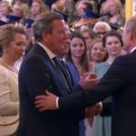Fostul cancelar al Germaniei, Gerhard Schroeder, în primul rând la ceremonia de reînvestire a lui Vladimir Putin