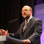 Martin Schulz și Angela Merkel, la fel de populari în Germania