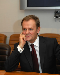 Visit to NATO by the Prime Minister of Poland, Donald Tusk- Arrival and bilateral with NATO Secretary General, Jaap de Hoop Scheffer