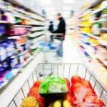 Românii cheltuie jumătate din bani pe mâncare, băutură şi ţigări