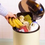 Comisia Europeană vrea reducerea la jumătate a cantităţii de deşeuri alimentare până în 2020