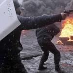 UCRAINA, aproape de un război civil – Ministrul de Interne: Tentativele de soluţionare a crizei sunt în zadar. Manifestanţii depozitează arme
