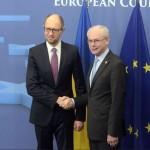 Premierul de la Kiev a SEMNAT Acordul de Asociere la UE