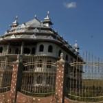 Daily Mail: Palatele romilor din România, construite din crima organizată din Marea Britanie