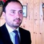 Un oficial local italian se laudă că l-a bătut pe un român, acuzând că a fost tratat rău în România